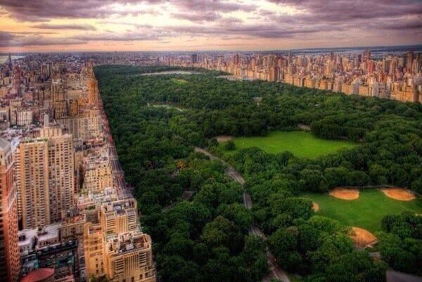 Habrá pensado en algún momento el alcalde e NY poner un Mall en el central Park? Seguro que no. Aquí ya hubiese sido http://t.co/ilVmjFXRK2