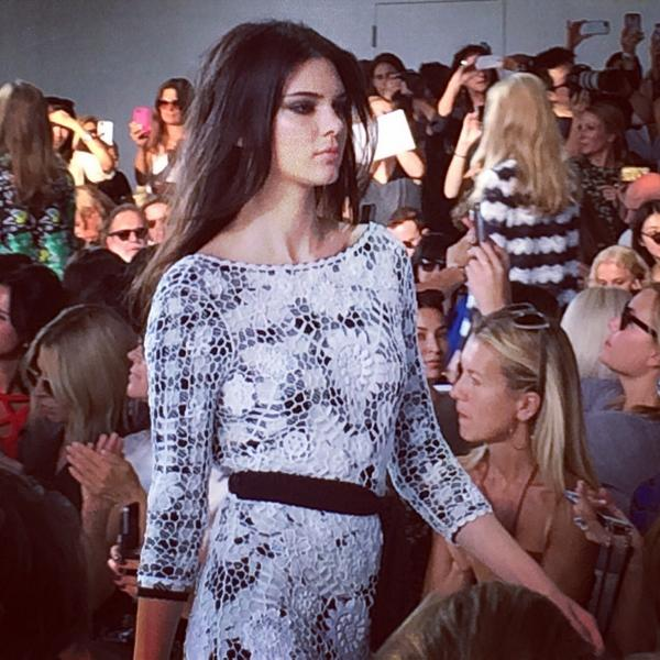 Kendall Jenner walking two behind Naomi Campbell in the @dvf finale #nyfw http://t.co/RbDWTqaQ07