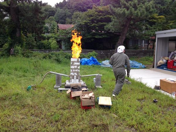 大学着いたら学生が一人でたたら製鉄やってたw すげーw pic.twitter.com/7RX6nUZBLL