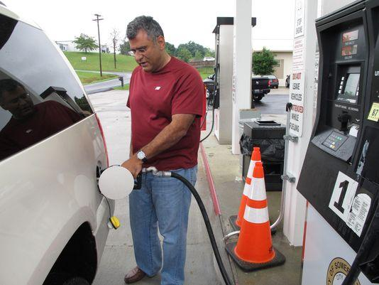 Good news for travelers: Labor Day gas prices lowest since 2010 (Photo: AP) http://t.co/EwHYs2RW9i http://t.co/gUxUOQYrFq via @USATODAYmoney