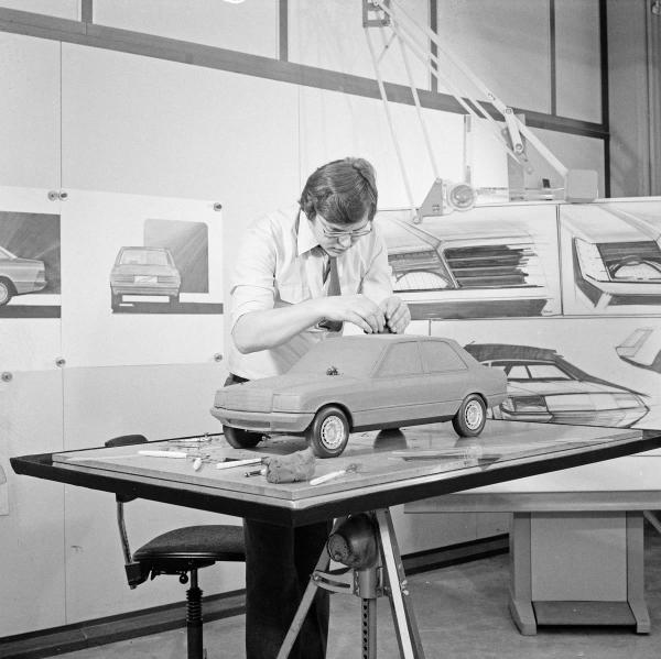 Pic of the Day #471 Designer works on a Mercedes W201 scale clay model surrounded by elevations and detail drawings http://t.co/XUpfvkqnNN