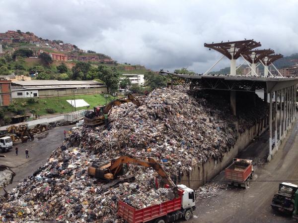 Resultado de imagen para vertedero de basura LAS MAYAS en caracas