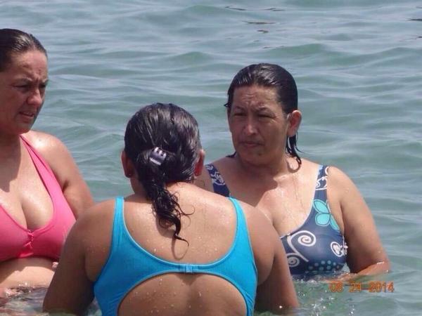 """@lacorneta40 """"Hugo Chávez no murió, solo quería ser mujer y disfrutar sus días en la playa, PECADO. http://t.co/SxU83SGZDL"""""""