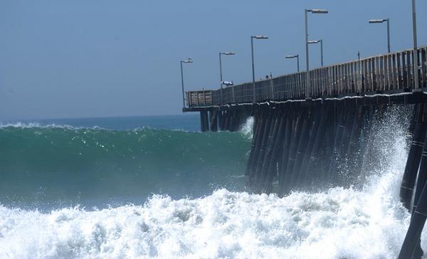 Waves generated by Hurricane Marie threaten weakened Port Hueneme Pier http://t.co/SRjXT2b0pY http://t.co/fhLlAlZPdr