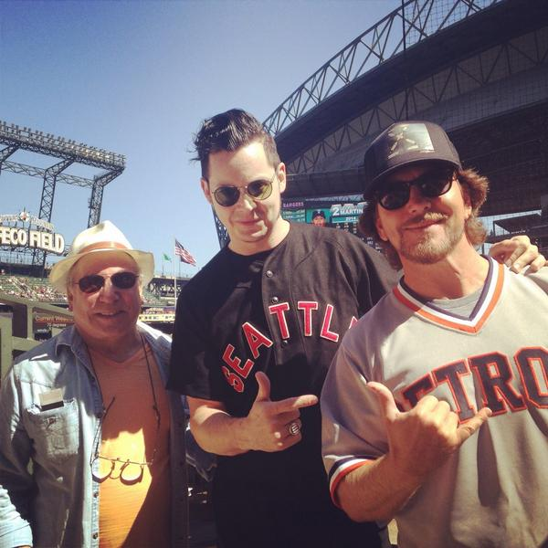 Rock legends trifecta of Paul Simon, Jack White & Eddie Vedder in the house. #Mariners #ILoveSafecoField #wow http://t.co/5a5PCWShMA