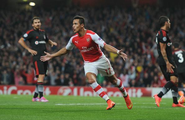 Alexis enamoró al Emirates Stadium