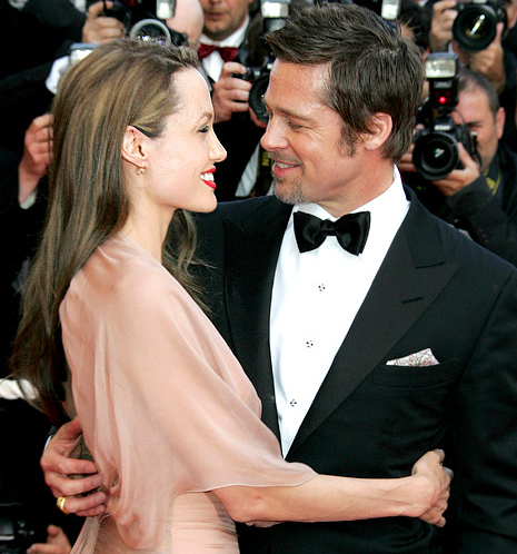 Angelina Jolie and Brad Pitt were married in France on Saturday! http://t.co/M6gyTGCNZS http://t.co/7HPhEI8H92