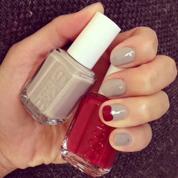Still in love with my @JulieKnailsNYC #manicure: @essie Take It Outside (gray) + @essie Dress To Kilt (red) ❤️❤️ http://t.co/sINzdXxb6w
