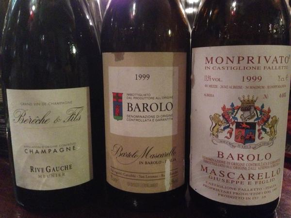 Three gorgeous wines this evening...   @VinousMedia http://t.co/Yhh2eAqhsk