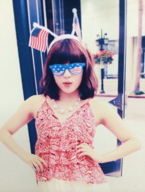 メガネをかけた石原あつ美さん