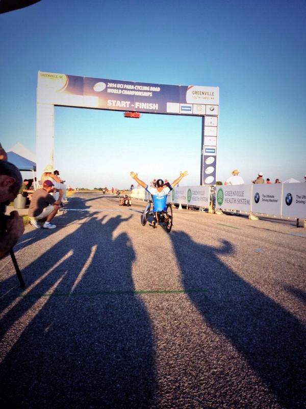 E Siamo CAMPIONI del mondo ITALIA paracilclyg team @lxznr taglia il traguardo http://t.co/sAvwN8blgH