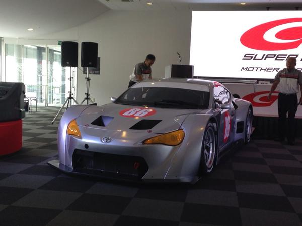 GT300マザーシャシー披露! #SuperGT http://t.co/mlLWH9VnCB