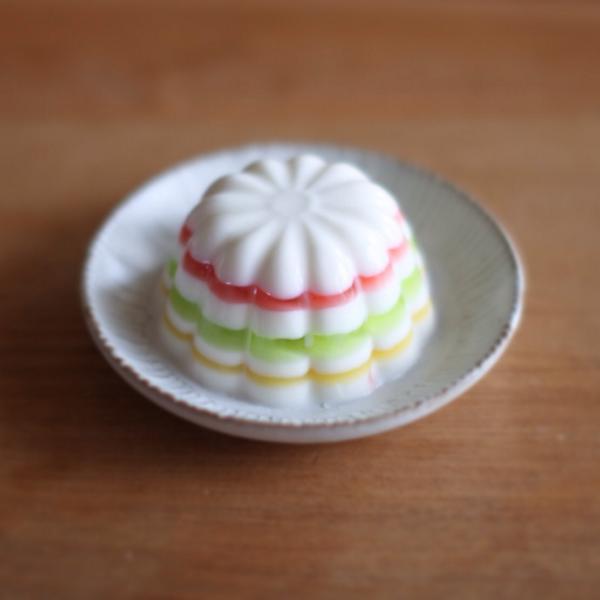 カフェオレムースの上の層の部分が前はオレンジだったのですが、イチゴに変わりました。昨日からお店で販売してます( ^ω^ ) http://t.co/7TtwDQTzW2