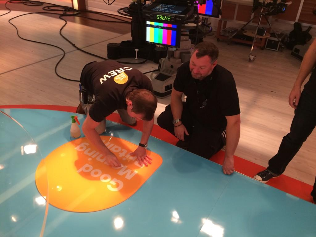 What??!! Someone scuffed the @gmb sign! @thewhitmore was it u?? fortunately @simonjwhite30 doing what he does best! http://t.co/hZ3JCSByRW