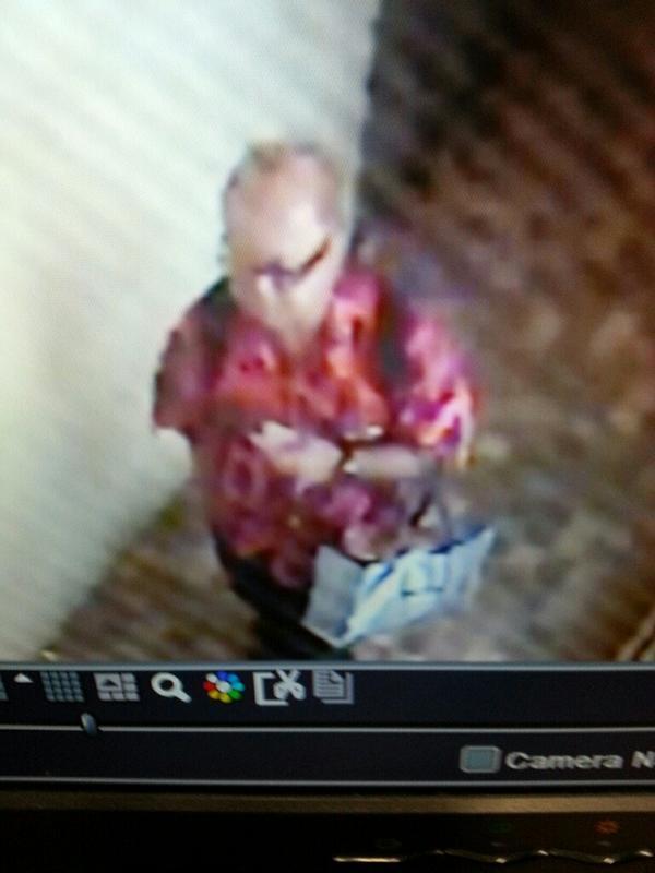 #ワイキキ で 私のバッグが盗まれました!犯人はこの人!助けて下さい!リツイートお願いします!#逮捕 #犯人 http://t.co/e6bEwi5i7y