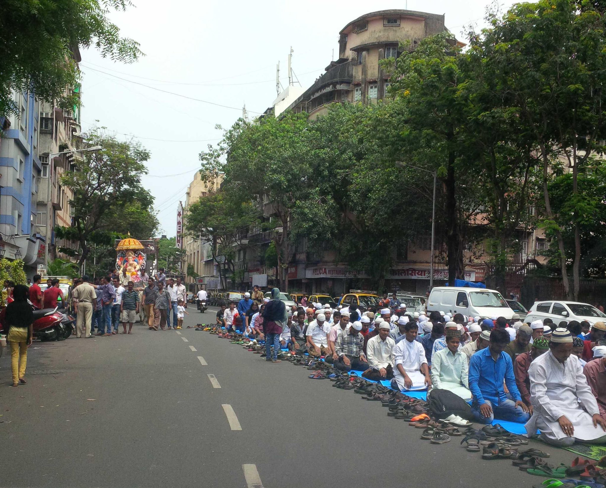 Hindus hold Ganpati parade on left, Muslims perform namaz on right