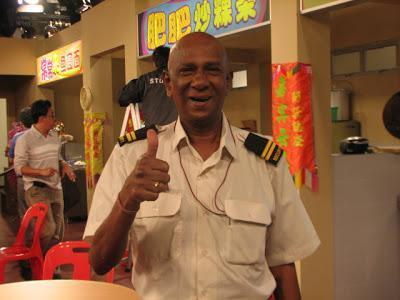 Our condolences on the passing of  David Bala aka Muthu.   A loss to comedy scene and to Singapore.  RIP. http://t.co/G1gsq7Or2Z