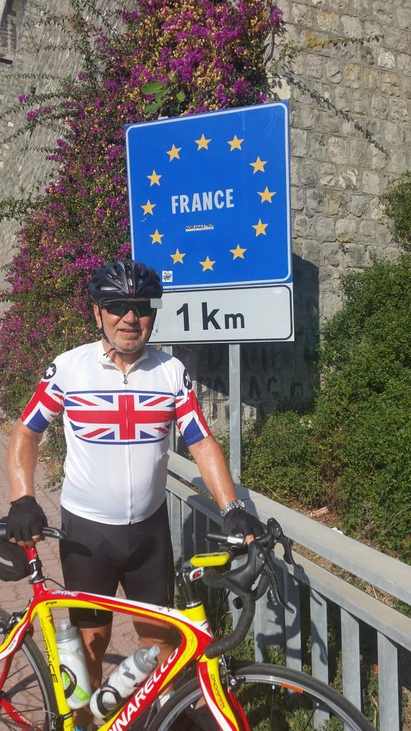 9 am depart Sanremo 10.15 french boarder http://t.co/f22IsecmOt