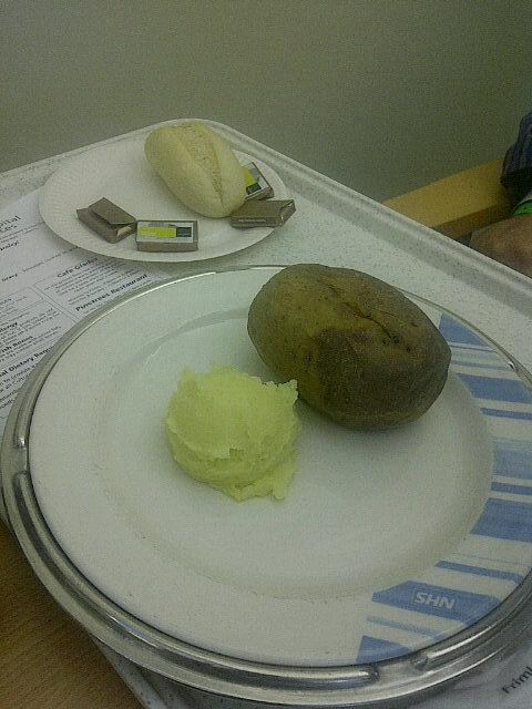 RT @khanikickit: @theJeremyVine @BBCRadio2 my dad was in hospital last year - this what he got served for dinner. http://t.co/Xi5J6LqsM1