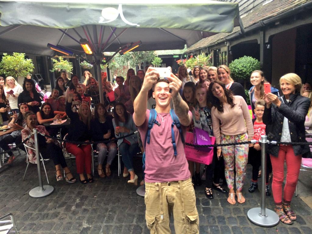 Great turn out @sugarhut for @kirk_official #ALSIceBucketChallenge http://t.co/3IkKeGsdu0