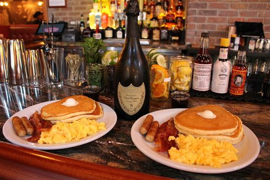 New York City's first Denny's opens in Manhattan -- with a boozy $300 Grand Slam http://t.co/N4y0HluUIL http://t.co/IC4eDZeBR6