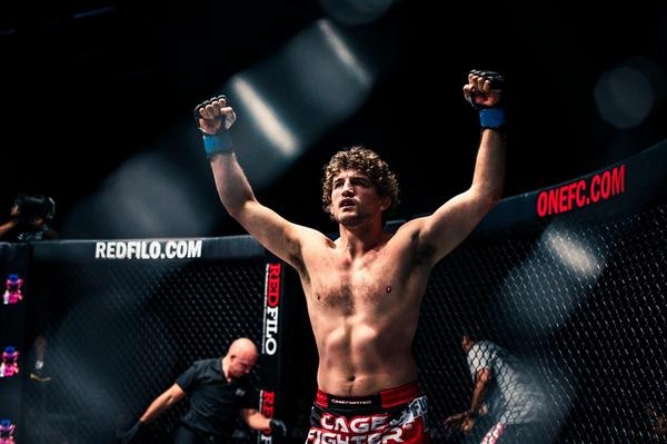 AND THE NEW @ONEFCMMA Welterweight Champion of the World & #1 WW #CageFighter in the WORLD @Benaskren @CF_Athletic http://t.co/IhVkVwqQKr