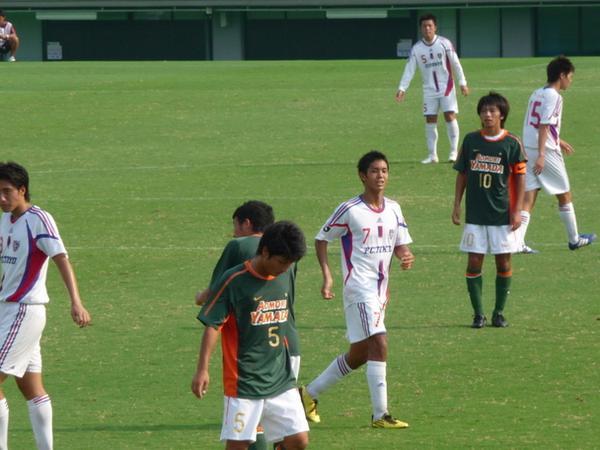 武藤嘉紀さん18歳と柴崎岳さん18歳。ともに日本代表。 http://t.co/SglMqwt856