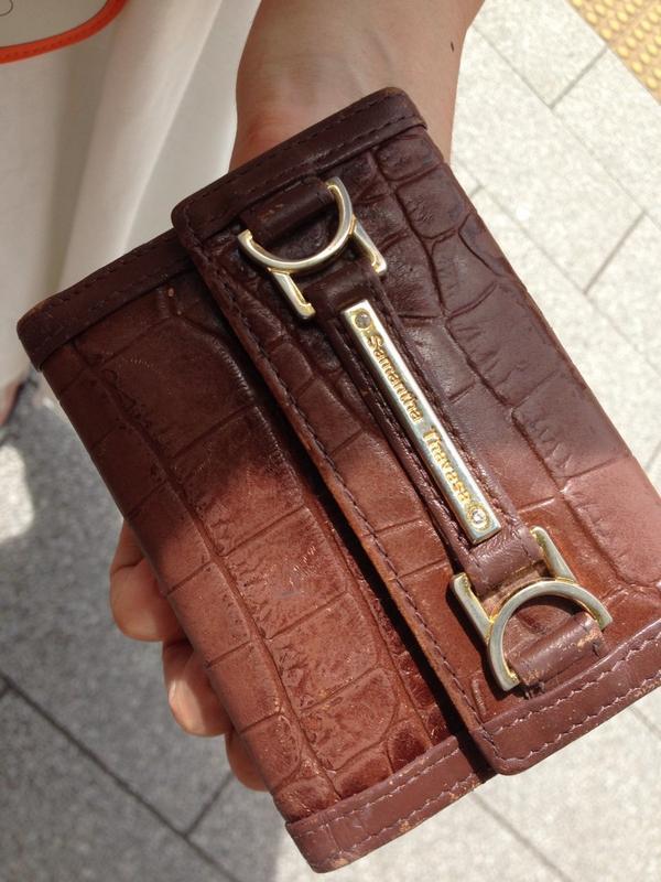 【拡散お願い】連れが12時10分頃、ゆりかもめ新橋駅で名古屋の方のパスケース拾いました。新橋駅前交番に届けました。警察から連絡かるから大丈夫だと思うんですけど中に試験表?が入ってて、試験に必要かもしれません。なのでツイします。届け! http://t.co/vpEJ8rLd1C
