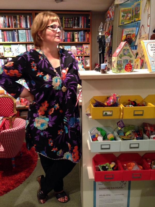 Dorothee von @BuchNippes begrüßt uns zum #bookupDE http://t.co/2I2kwBkb6Y
