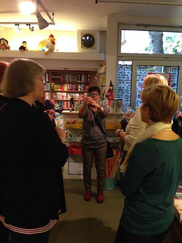 #bookupDE - eine große Runde hat sich zusammengefunden.Viel Spaß beim Twittern, Austauschen, Entdecken und und und .. http://t.co/ZKVb5WOpwK