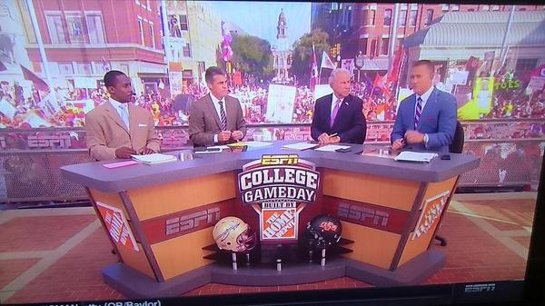 My favorite day of the year, the first episode of @CollegeGameDay w/ @cbfowler and @DesmondHoward http://t.co/YVTI8LCpdC