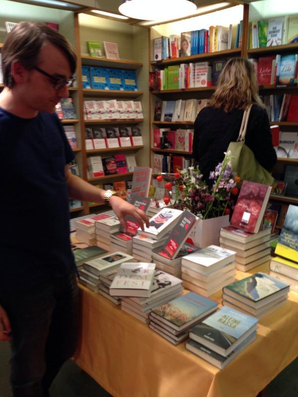 Habe mir mal den Markus für Buchempfehlungen geschnappt. #bookupDE http://t.co/teIlvM3vNK