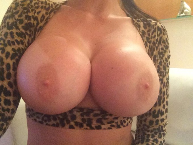 I've decided to show my boobs to my followers. http://t.co/a6BmBU4tVw