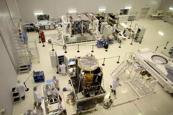 No hay más de 8 países en el mundo con capacidad de fabricar satélites geoestacionarios del tamaño del Arsat-1 http://t.co/zRUdKpzd0n