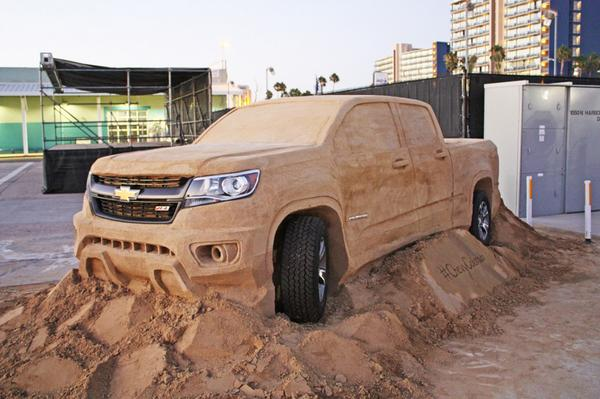 Need a midsize to weigh more than a 1-ton dually? Make it out of sand. #ChevyColorado #2015SandSculptureChampionships http://t.co/oNaikBgJ8I