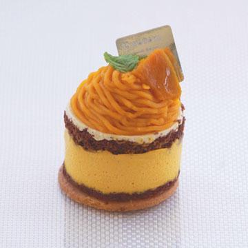 9月1日からショートケーキに新しい仲間が登場します。 「かぼちゃムースモンブラン」と、 「旬のフルーツタルト<柿>」の2種類です。どちらも季節限定の商品ですので、この機会にぜひ。明日からです! http://t.co/Q19jBC6Gxn