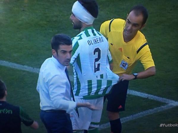 Así fue la chapuza de la camiseta de Molinero en el Benito Villamarín