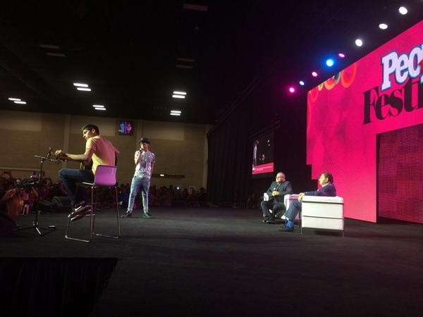 .@matthunter123 honors the #iconodepeople, Don Francisco at #FestivalPeople!!!! http://t.co/KvTHrPrlAY