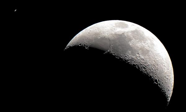Did you see Saturn and the Moon at conjunction? This is what it looked like through a telescope from Greenwich. http://t.co/dRoPkH4FSA