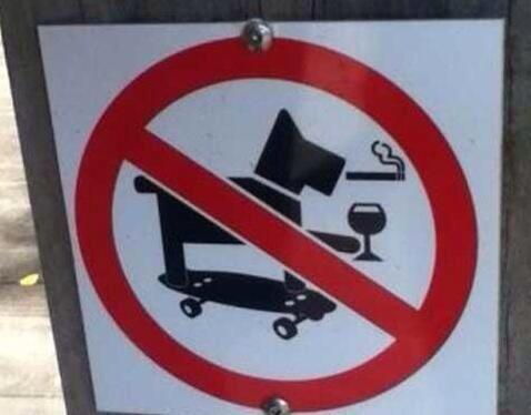 I want to own the dog that made this sign necessary (h/t @seanagnew) http://t.co/oo62Z7Jawt