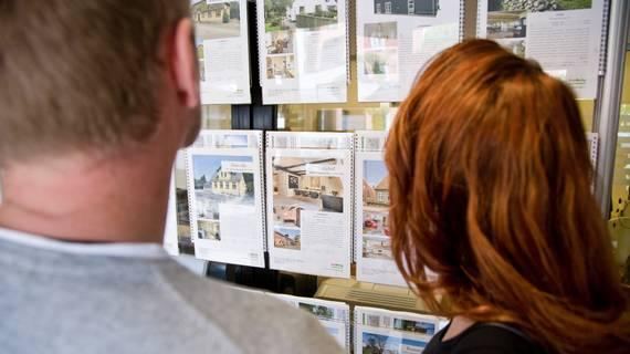 Huizenprijs gaat flink stijgen, zegt directeur van het Economisch Instituut voor de Bouw. http://t.co/zmnBq0HXk9 http://t.co/ohutPSkX3n