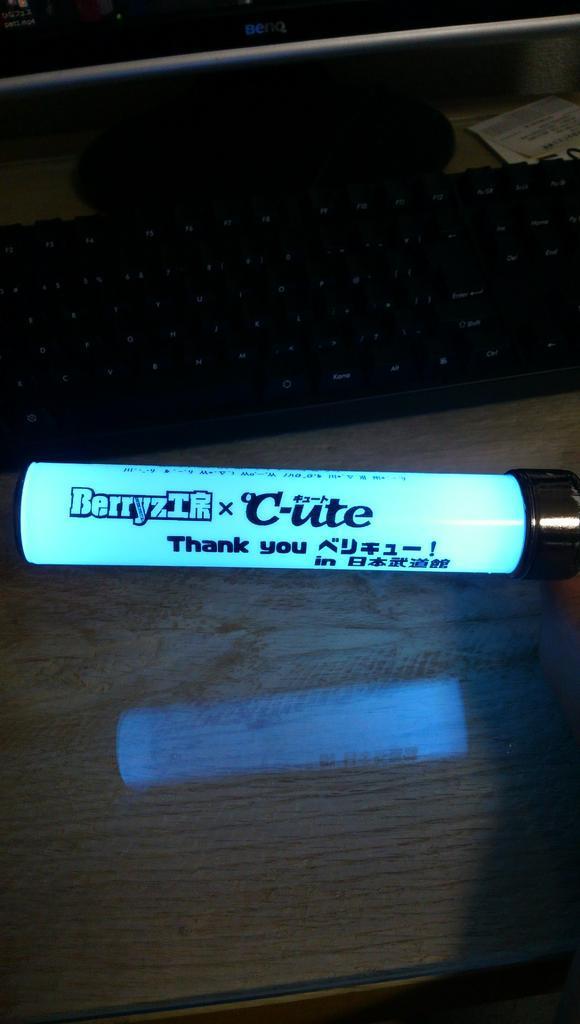 9/10へ向けてペンライトの筒をベリキュー武道館仕様へ変更しました 今回はベリキュー顔文字付き http://t.co/YYu2jQ2joK