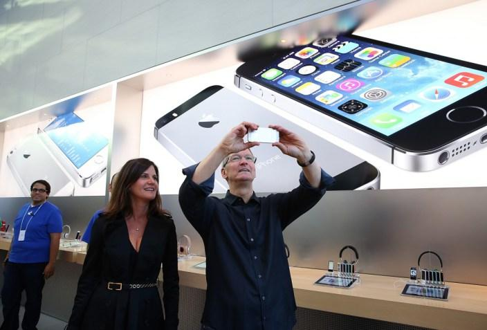 """Apple's """"Tell them what to believe"""" PR strategy, unmasked: http://t.co/LCjpKpukiQ http://t.co/i0MWE3T6AE"""