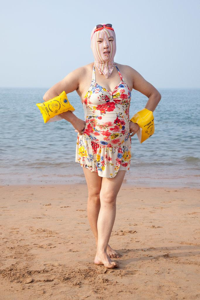 RT @tmagazine: Colorful, covered-up style: How swimmers in Qingdao, China head to the beach @EngelhornPhoto http://t.co/AwxQktztRJ http://t…