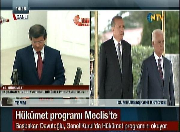 NTV biraz daha kasarsa ikisinin sesini de aynı anda verebilir. Sol kolondan biri, sağdan diğeri. http://t.co/t8WgReP0Kt