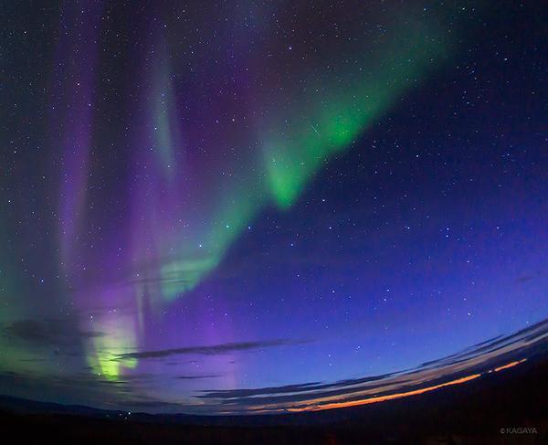 オーロラ舞う極北の空におおぐま座ととこぐま座。(その間に小さな流れ星も) pic.twitter.com/BZN0wkA14n