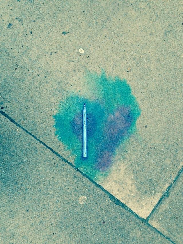 RT @ContagiousPaul: Accidental street art, Hatton Garden. Squashed pen, rain, concrete. http://t.co/tnEk01lHI7