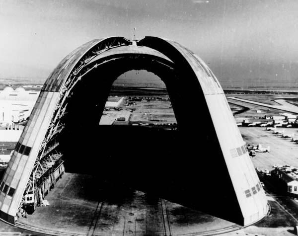 Foto storica dell' hangar militare per dirigibili trasformatosi oggi in Parco Acquatico di divertimento