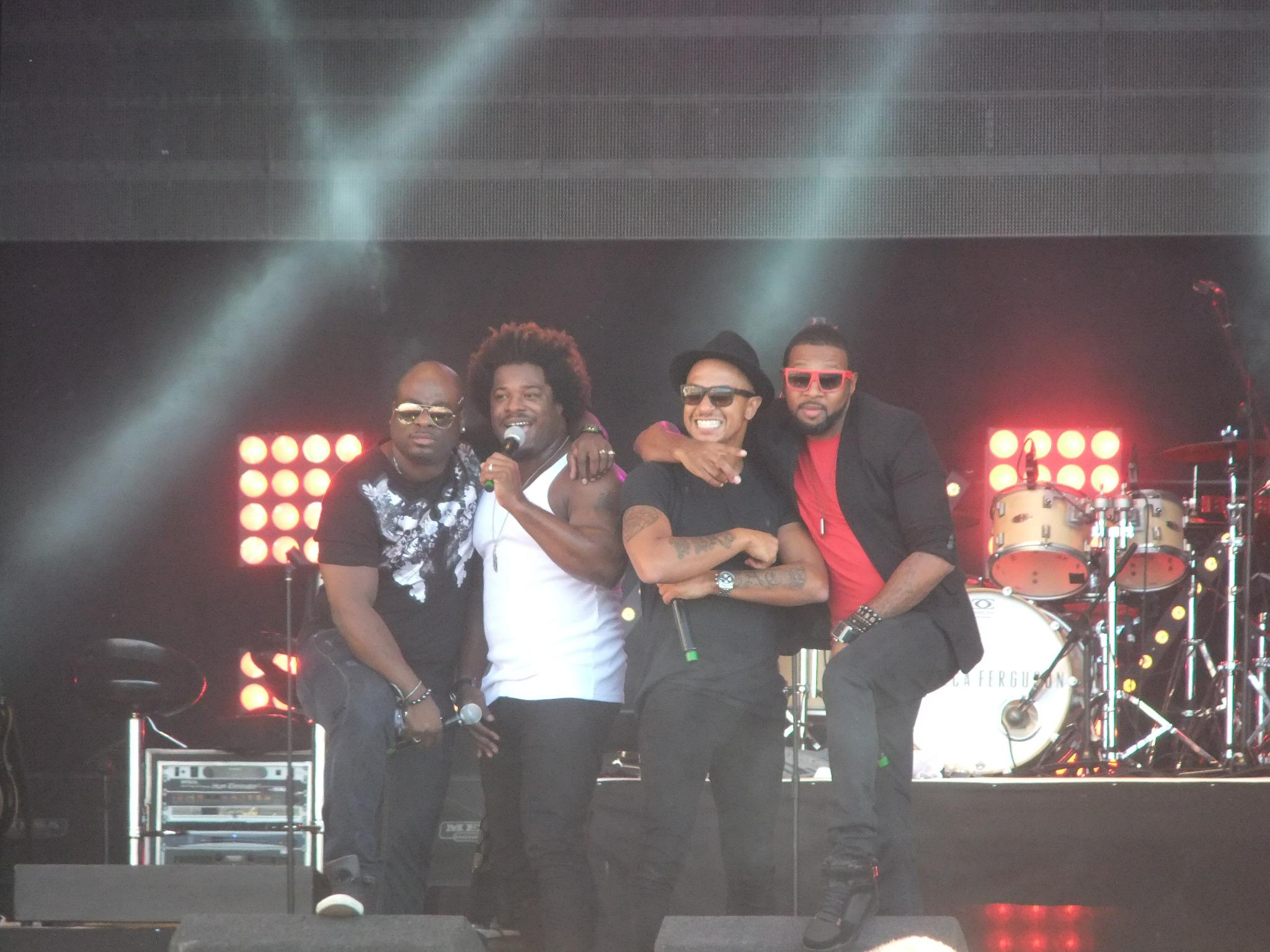 RT @Catherine_1983x: @OfficialDamage Love this pic i took lastnight! You guys rocked !!!! #GhettoRomance http://t.co/hqJn690wl1