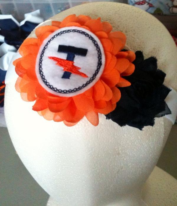 """For a """"Tiny Titan""""!! #Titans #kathyskreations #headbands @MHJHTitans @Lunateamshop @BMHSTitans @AthleticsBMHS http://t.co/zNwZiYMWKK"""